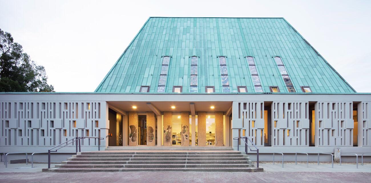 Wohnen in der Kirche – Umbau der denkmalgeschützten Gerhard-Uhlhorn-Kirche für studentisches Wohnen, Hannover, Deutschland
