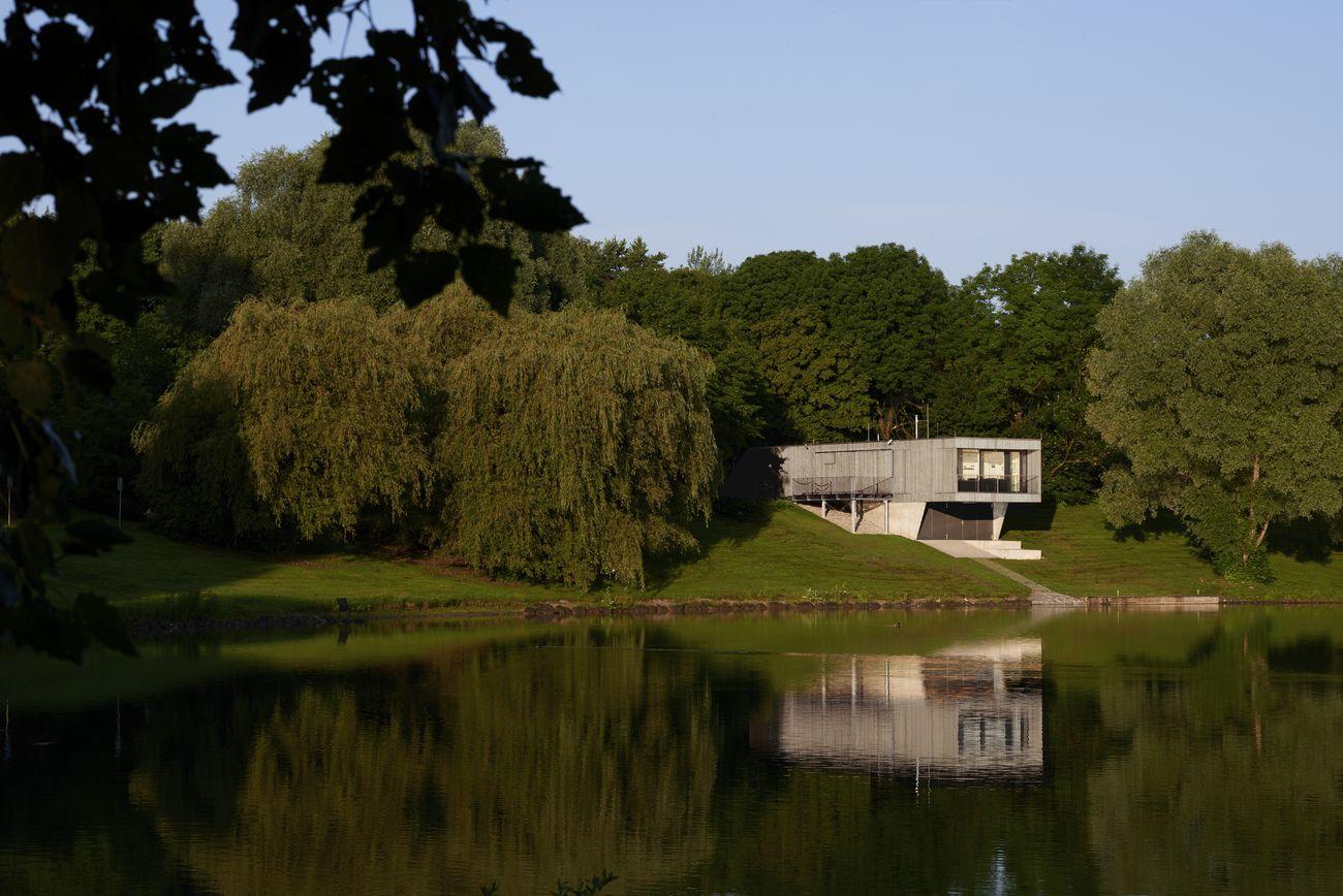 Wasserrettungsstation am Lerchenauer See, München, Deutschland