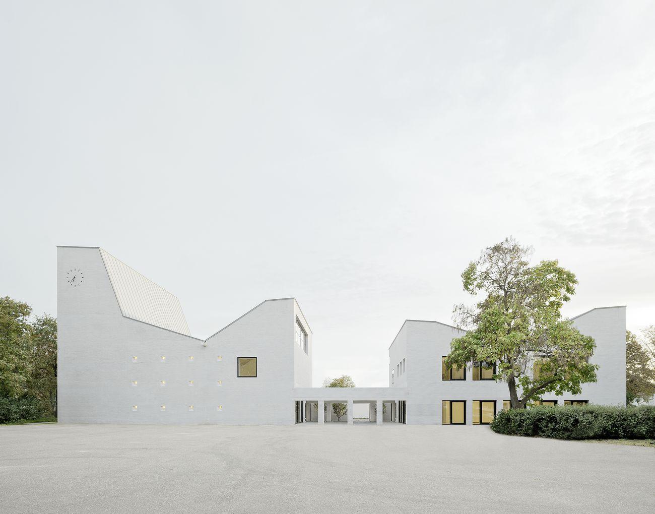 Petrus-Jakobus-Kirche mit Gemeindehaus, Karlsruhe, Deutschland